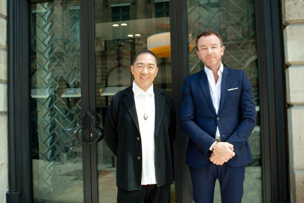 Christophe Artaux et Dennis Chan devant la boutique Qeelin de la place Vendôme